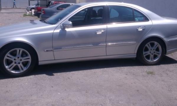 Mercedes Benz Clase E Lateral derecho 8