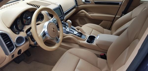 Porsche Cayenne Atrás 4