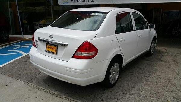 Nissan Tiida Sedan Lateral izquierdo 1