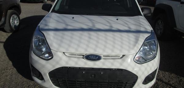 Ford Fiesta Hatchback Lateral derecho 5