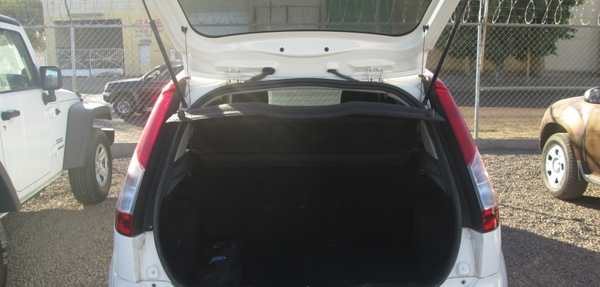 Ford Fiesta Hatchback Atrás 1