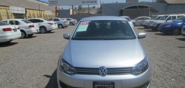 Volkswagen Vento Lateral derecho 10