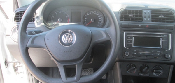 Volkswagen Vento Atrás 1