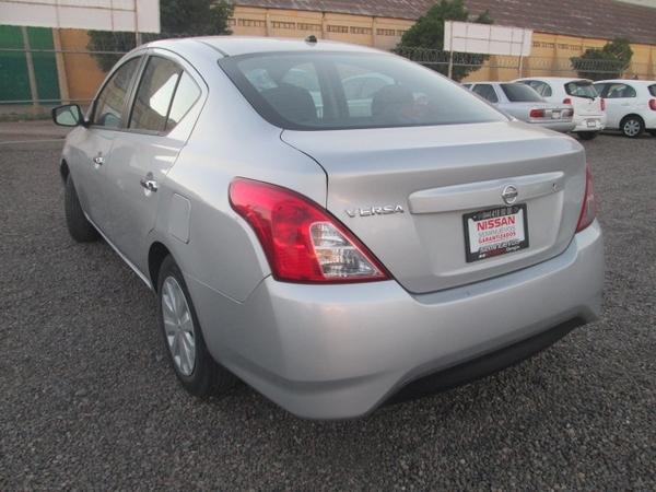 Nissan Versa Frente 6
