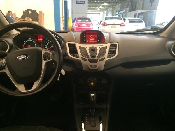 Ford Fiesta Hatchback Lateral izquierdo 2