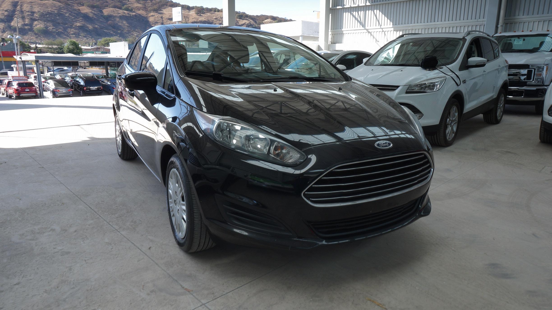 Ford Fiesta Sedán Lateral izquierdo 2