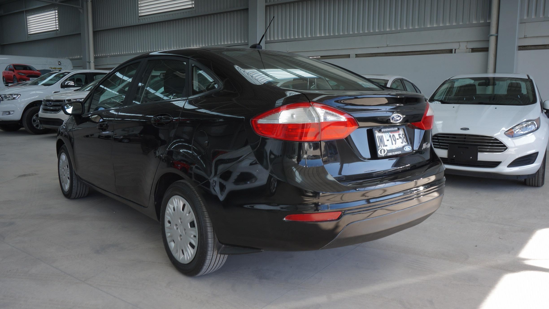 Ford Fiesta Sedán Atrás 3