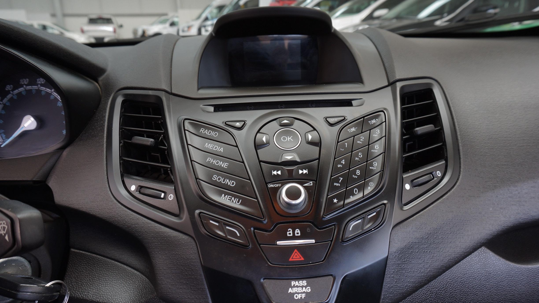 Ford Fiesta Sedán Interior 13