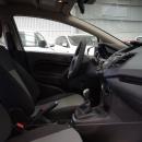 Ford Fiesta Sedán Interior 16