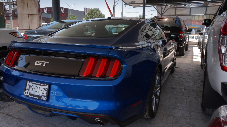 Ford Mustang Atrás 6