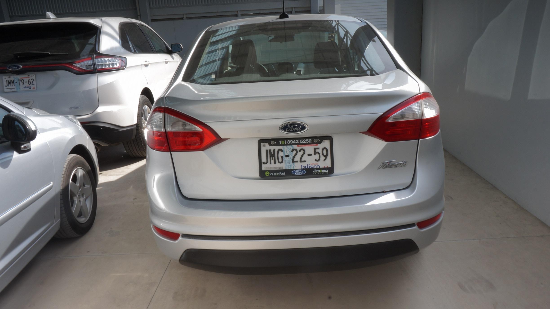 Ford Fiesta Sedán Arriba 3