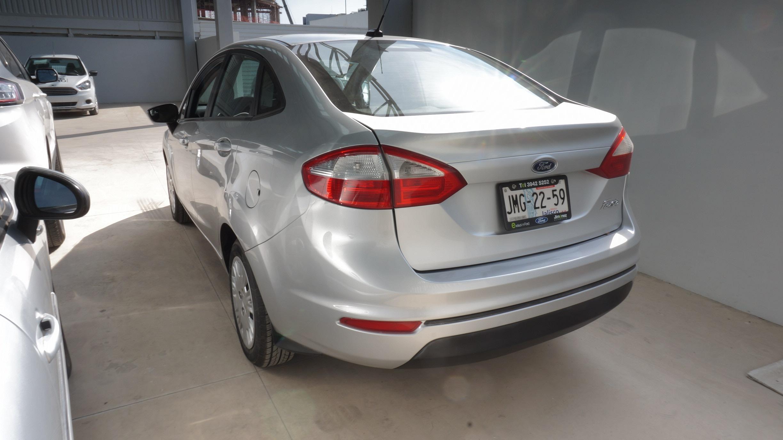Ford Fiesta Sedán Tablero 4