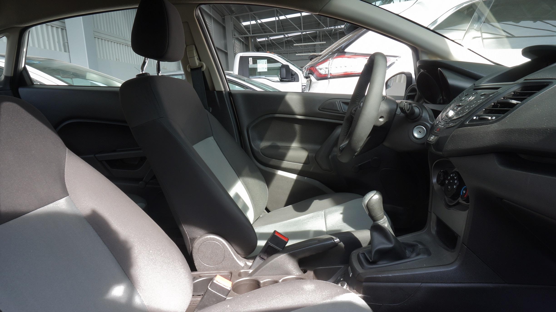 Ford Fiesta Sedán Llantas 12
