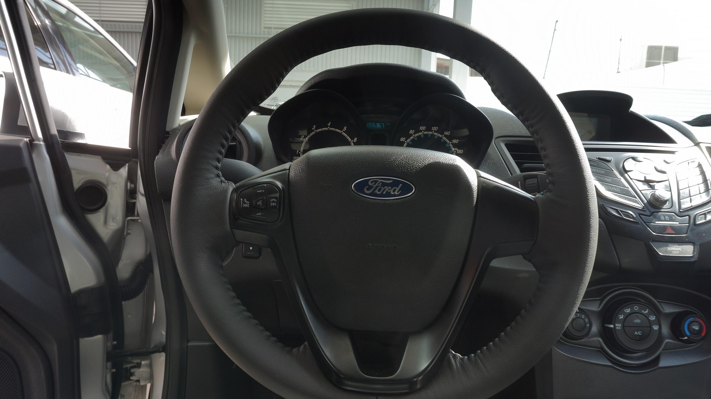 Ford Fiesta Sedán Lateral derecho 14