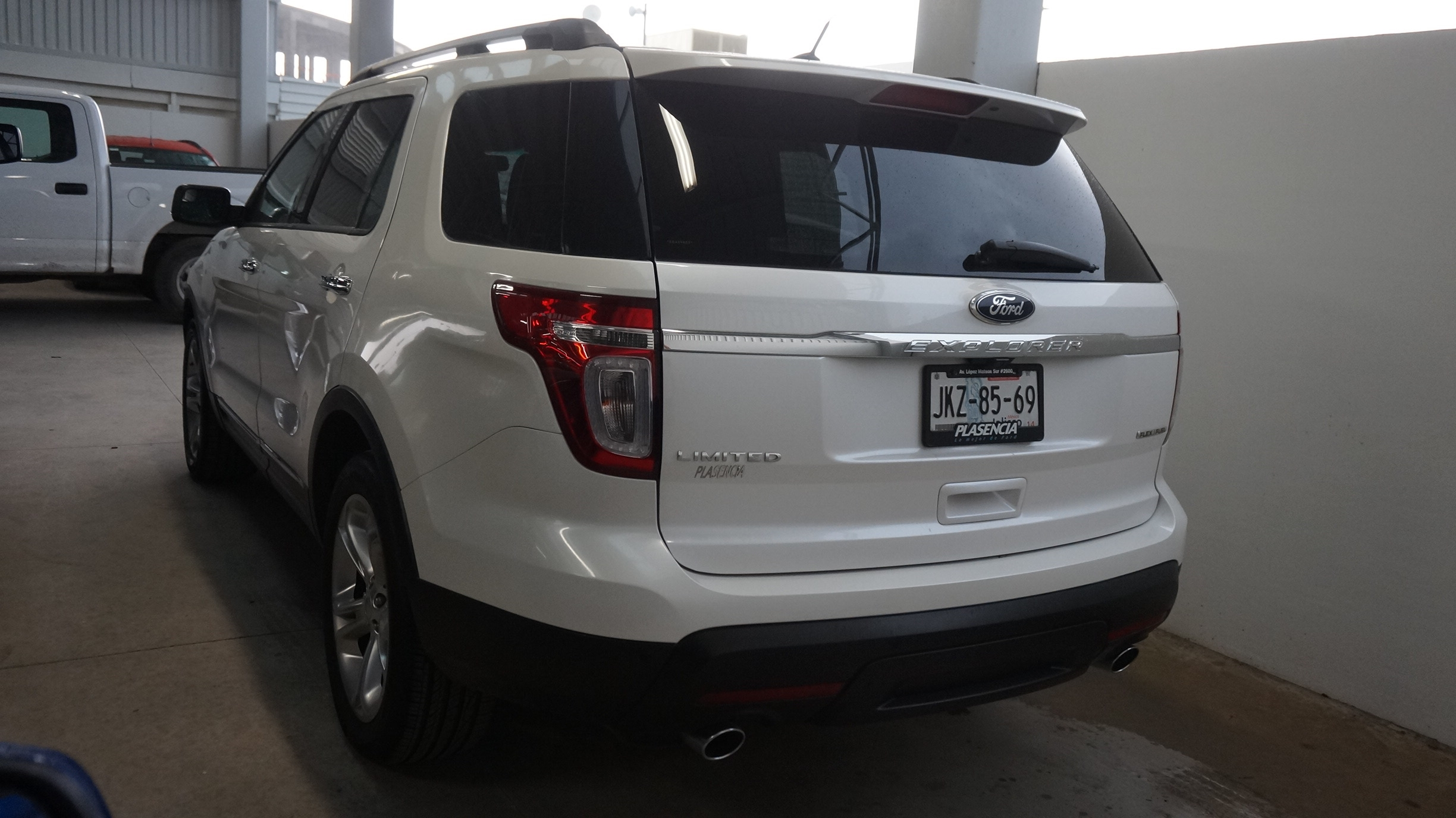 Ford Explorer Lateral derecho 18