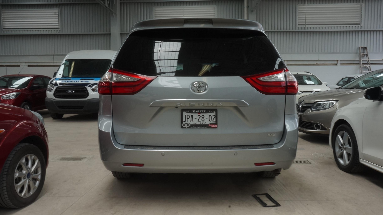 Toyota Sienna Frente 1