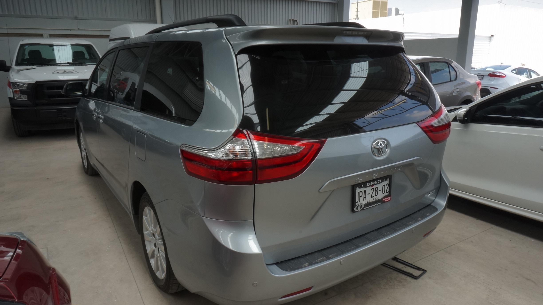 Toyota Sienna Interior 4