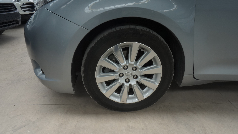 Toyota Sienna Arriba 6