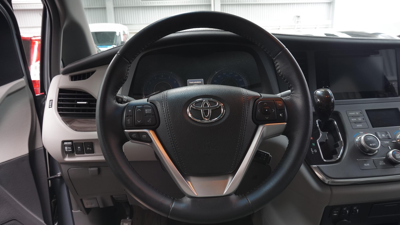 Toyota Sienna Arriba 9