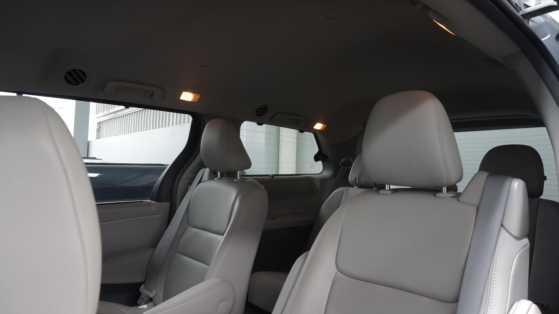 Toyota Sienna Interior 11
