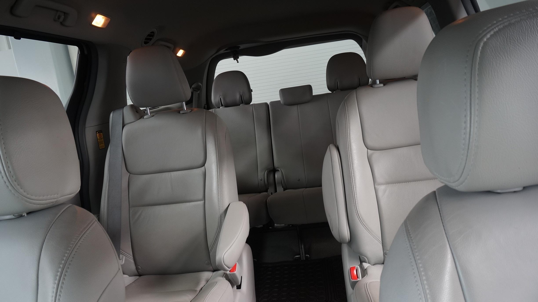 Toyota Sienna Atrás 12