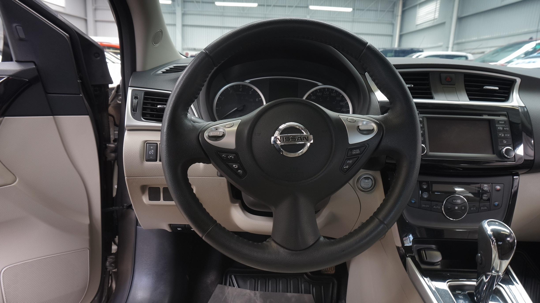 Nissan Sentra Lateral derecho 13