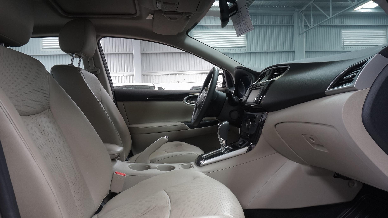 Nissan Sentra Atrás 16