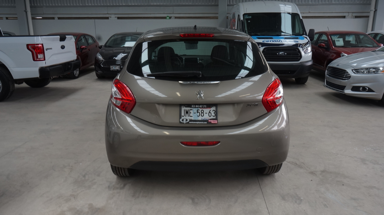 Peugeot 208 Interior 1