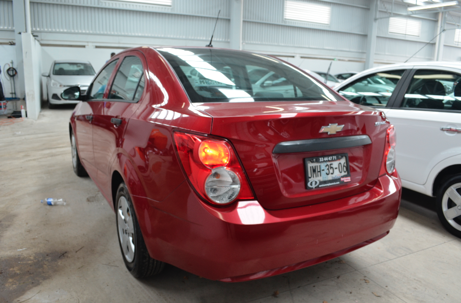 Chevrolet Sonic Atrás 2