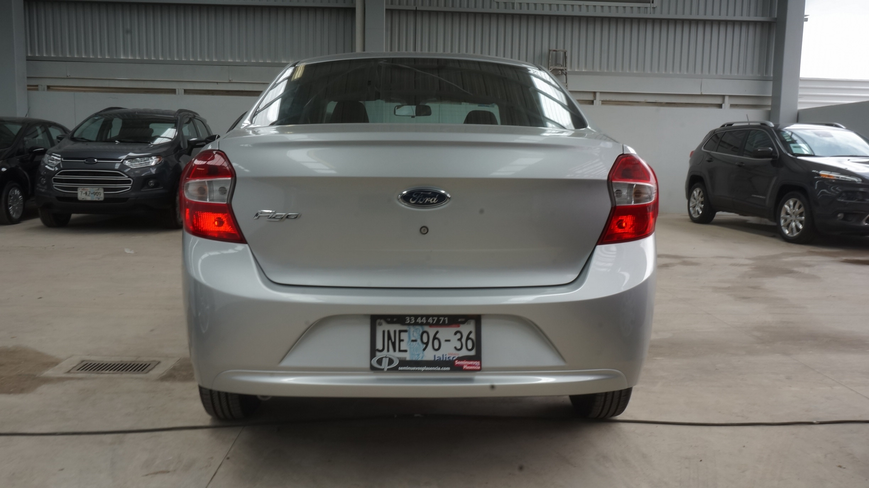 Ford Figo Lateral derecho 10