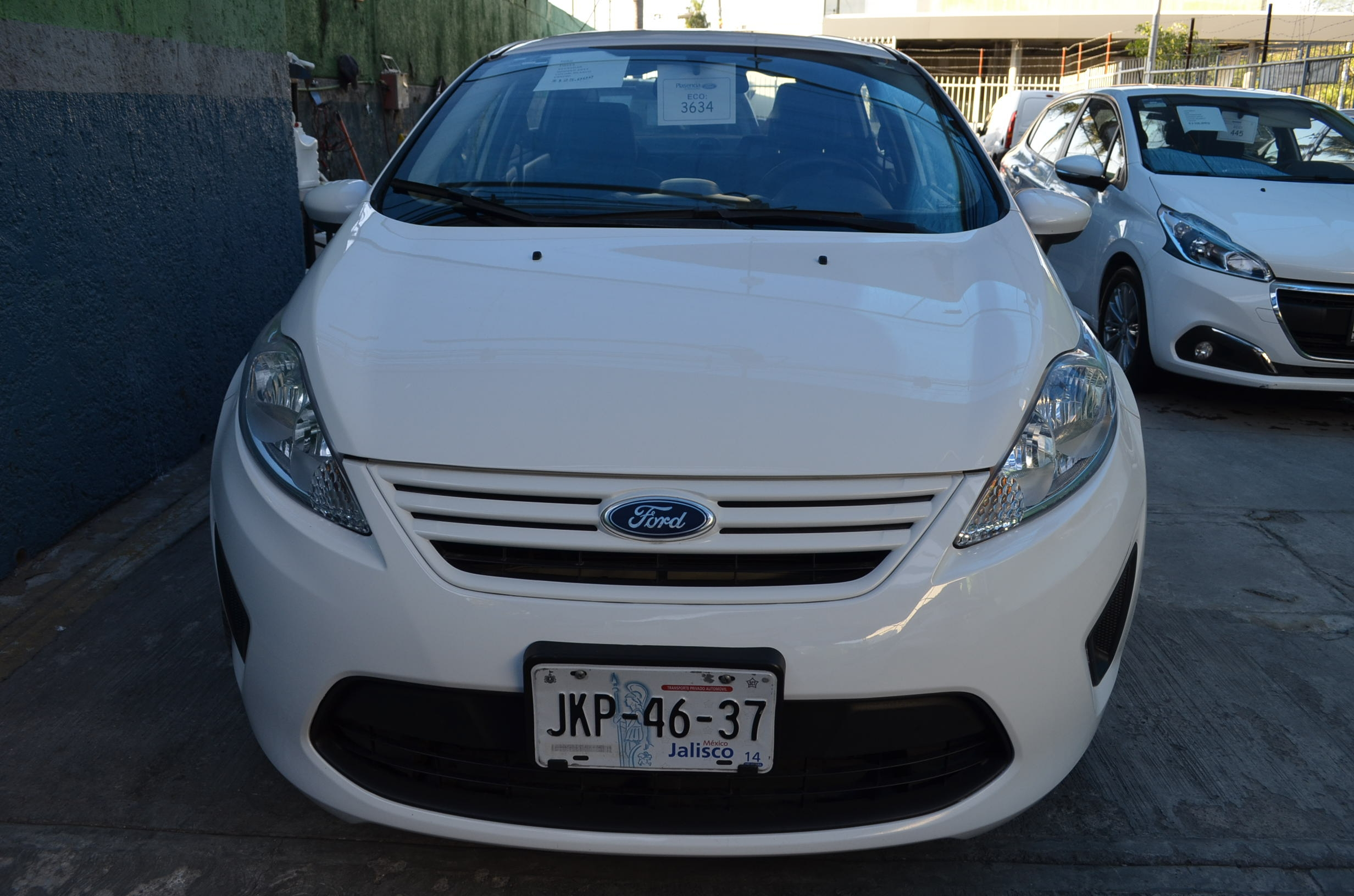 Ford Fiesta Sedán Llantas 1