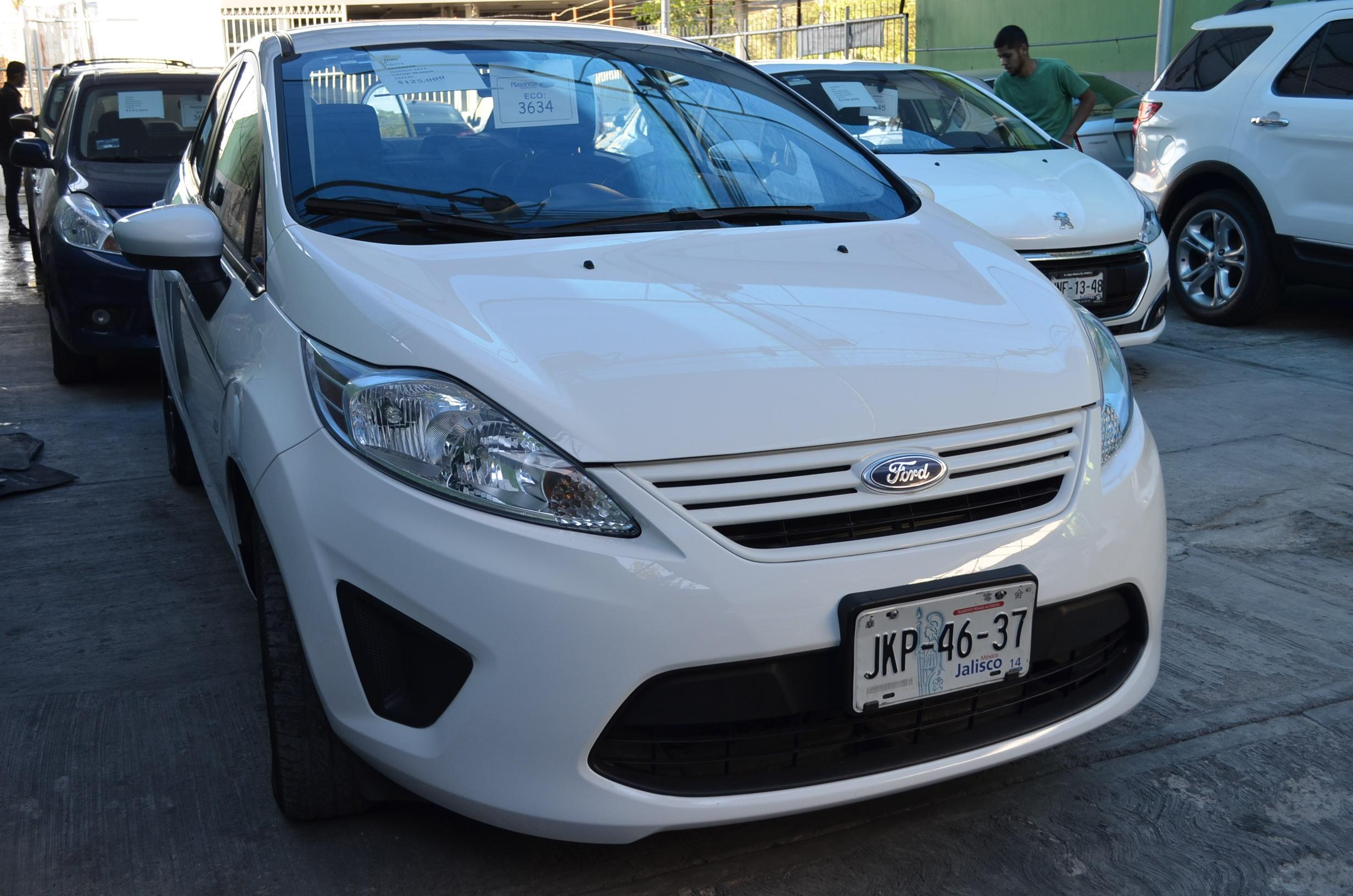 Ford Fiesta Sedán Frente 2