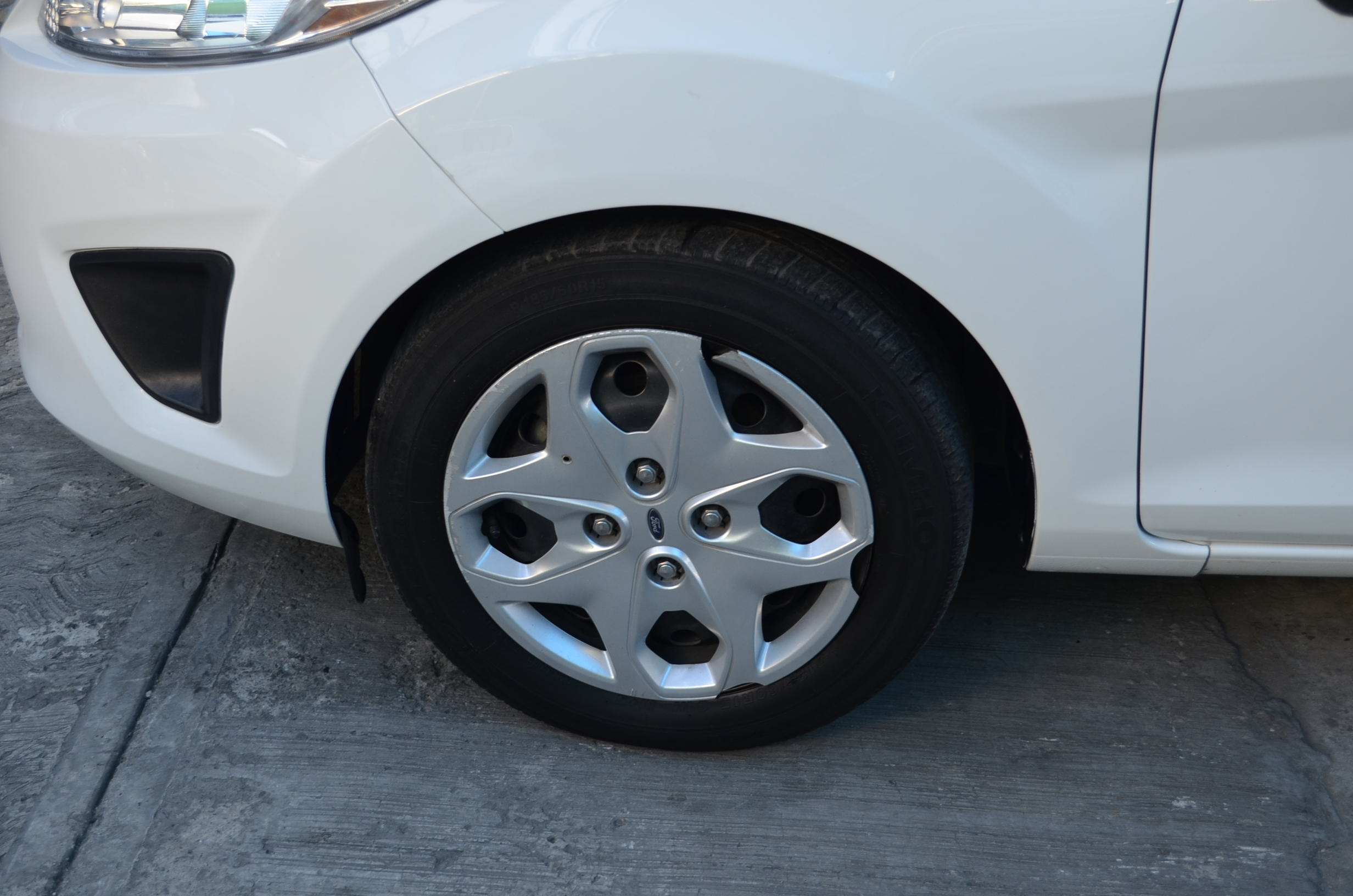 Ford Fiesta Sedán Interior 4