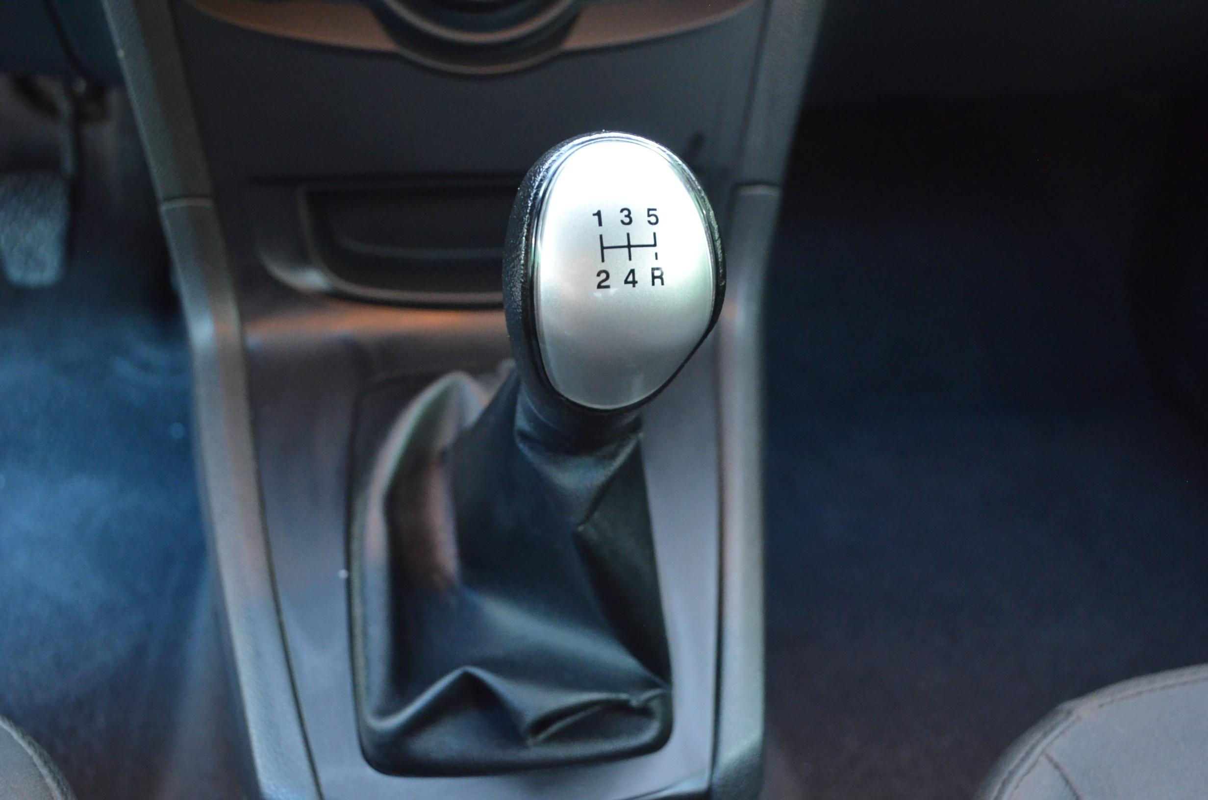 Ford Fiesta Sedán Arriba 9