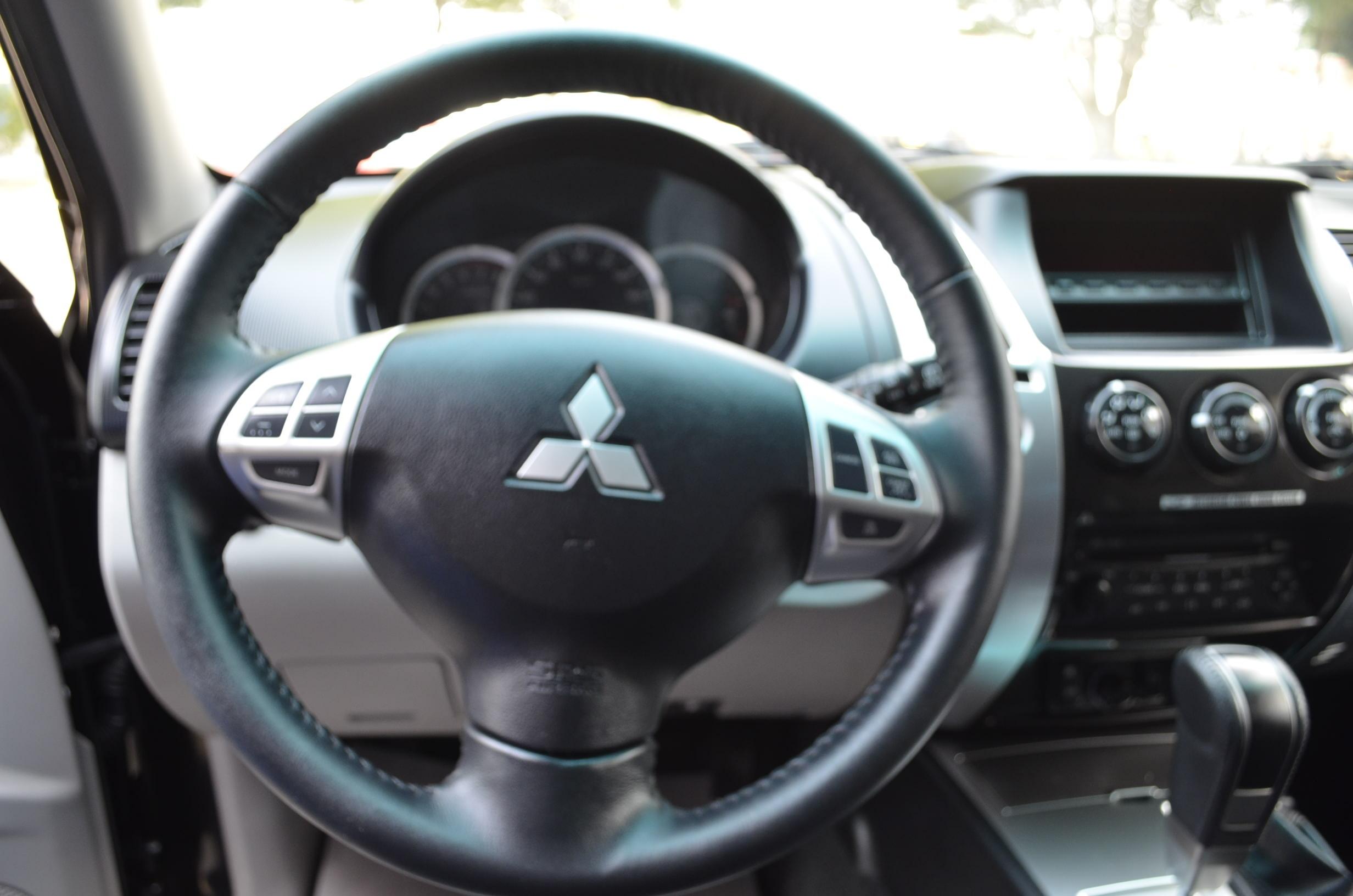 Mitsubishi Montero Sport Lateral izquierdo 8