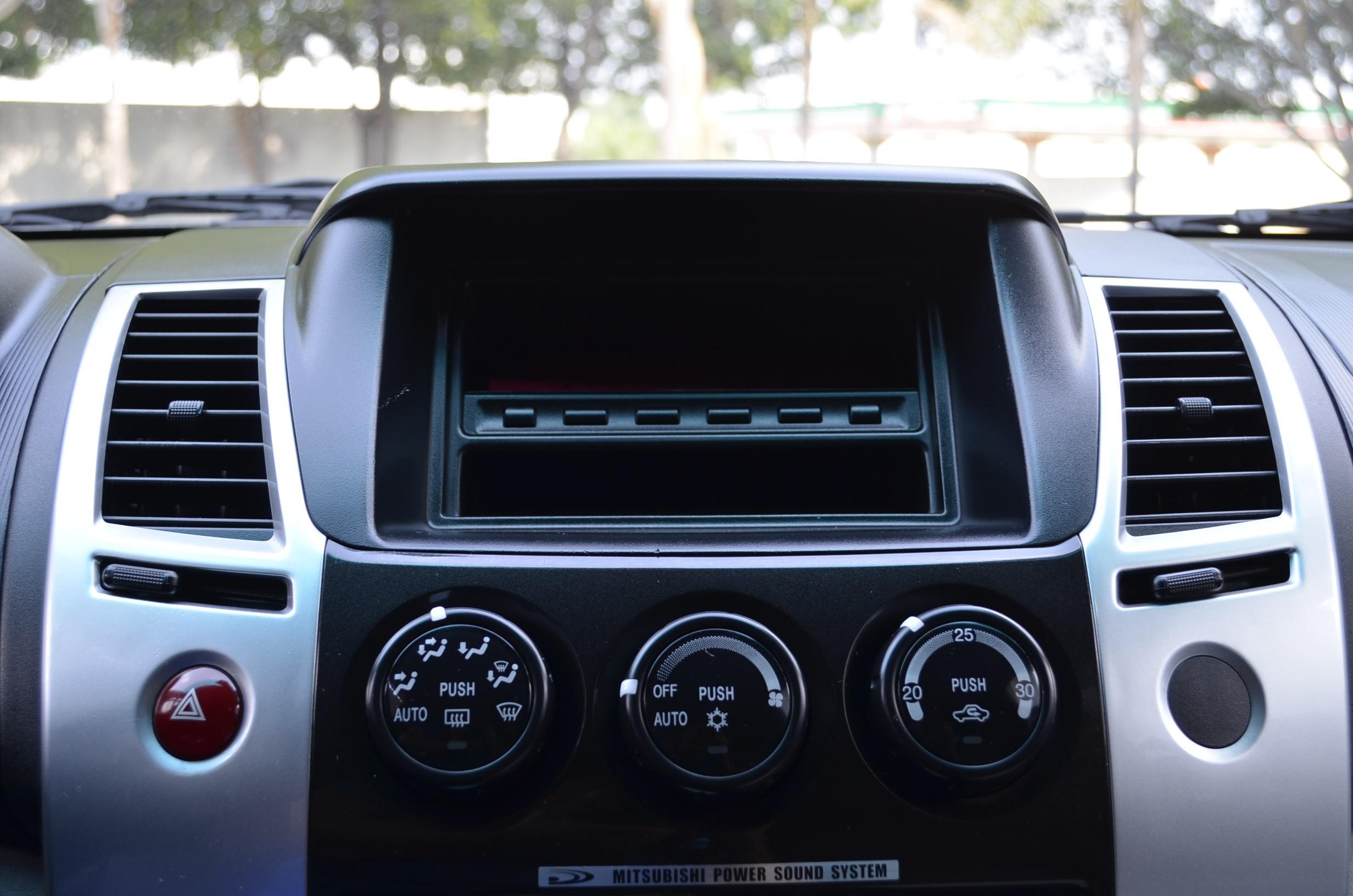 Mitsubishi Montero Sport Lateral derecho 9