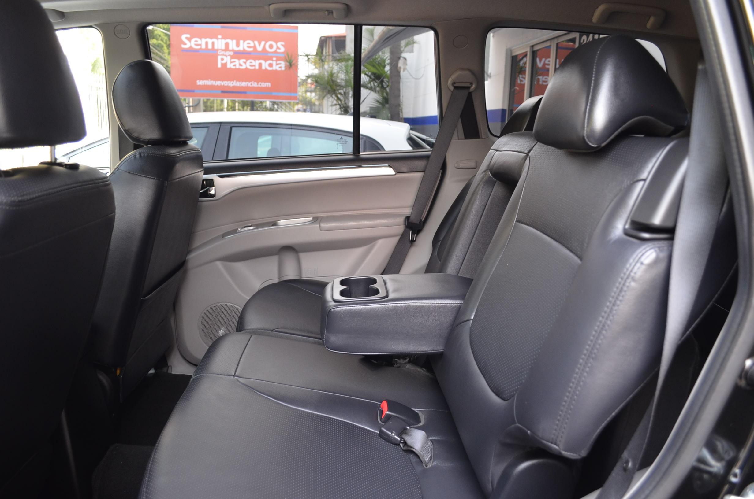 Mitsubishi Montero Sport Interior 14