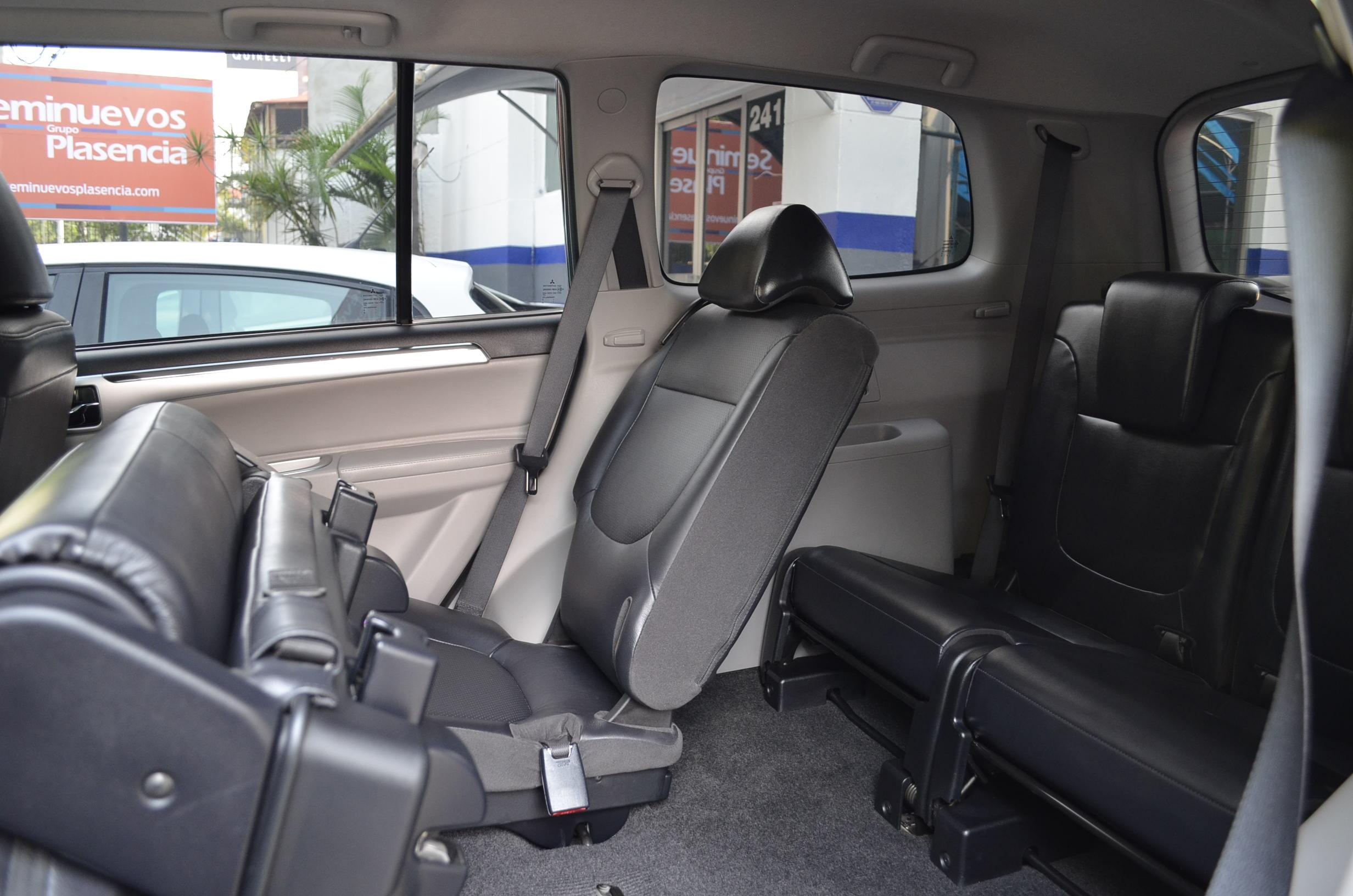 Mitsubishi Montero Sport Lateral derecho 15