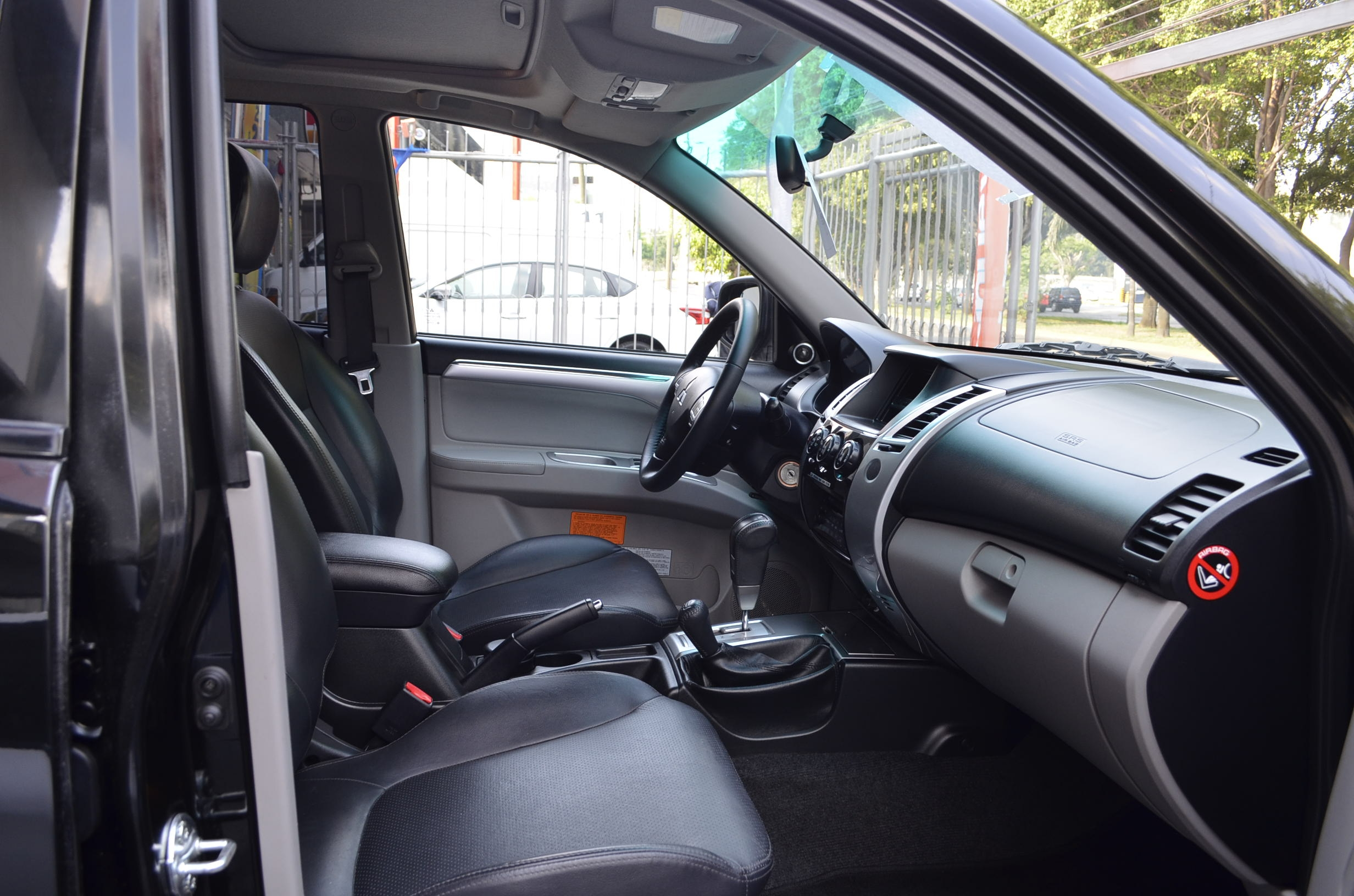 Mitsubishi Montero Sport Lateral izquierdo 18
