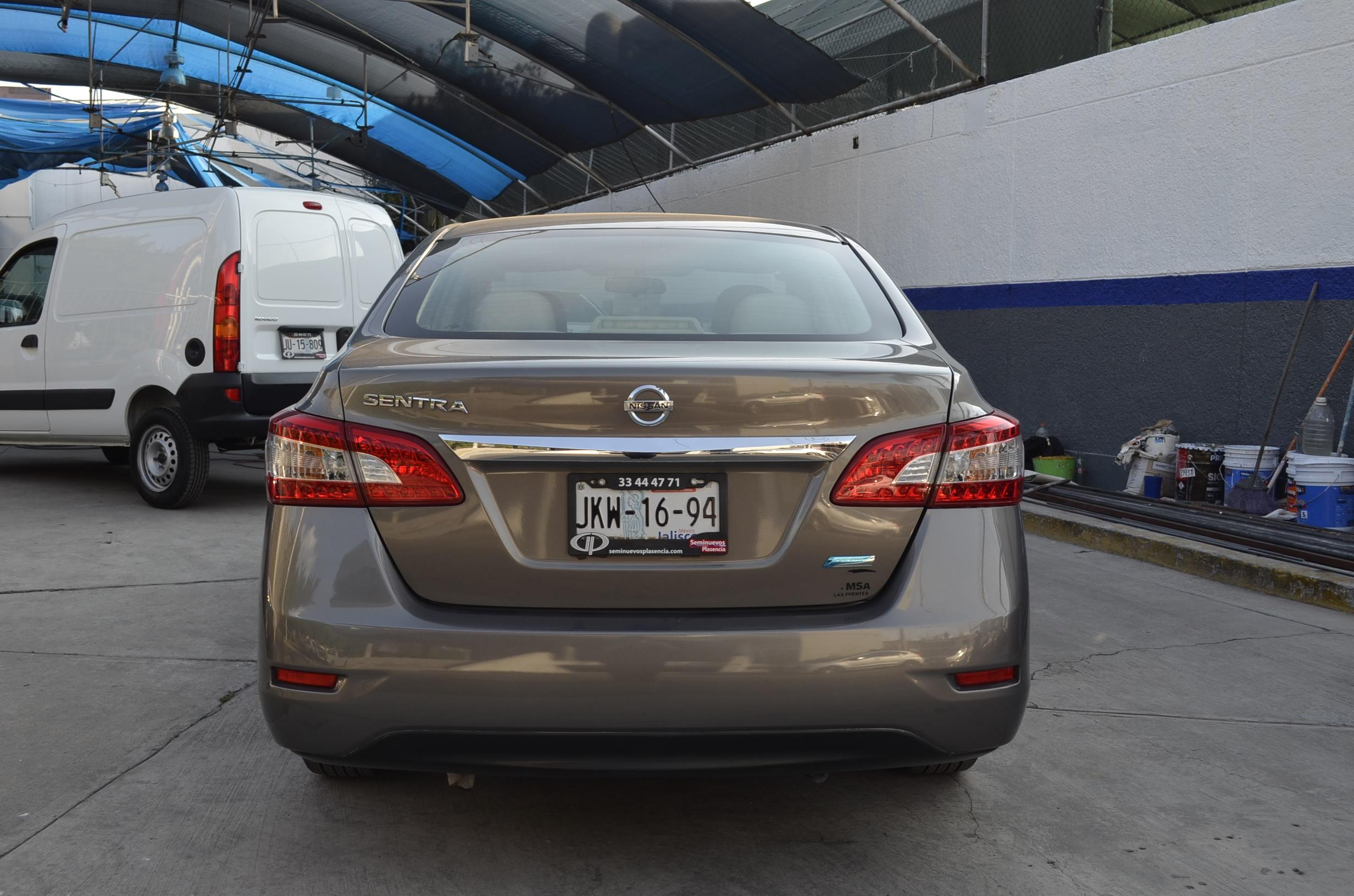 Nissan Sentra Asientos 2