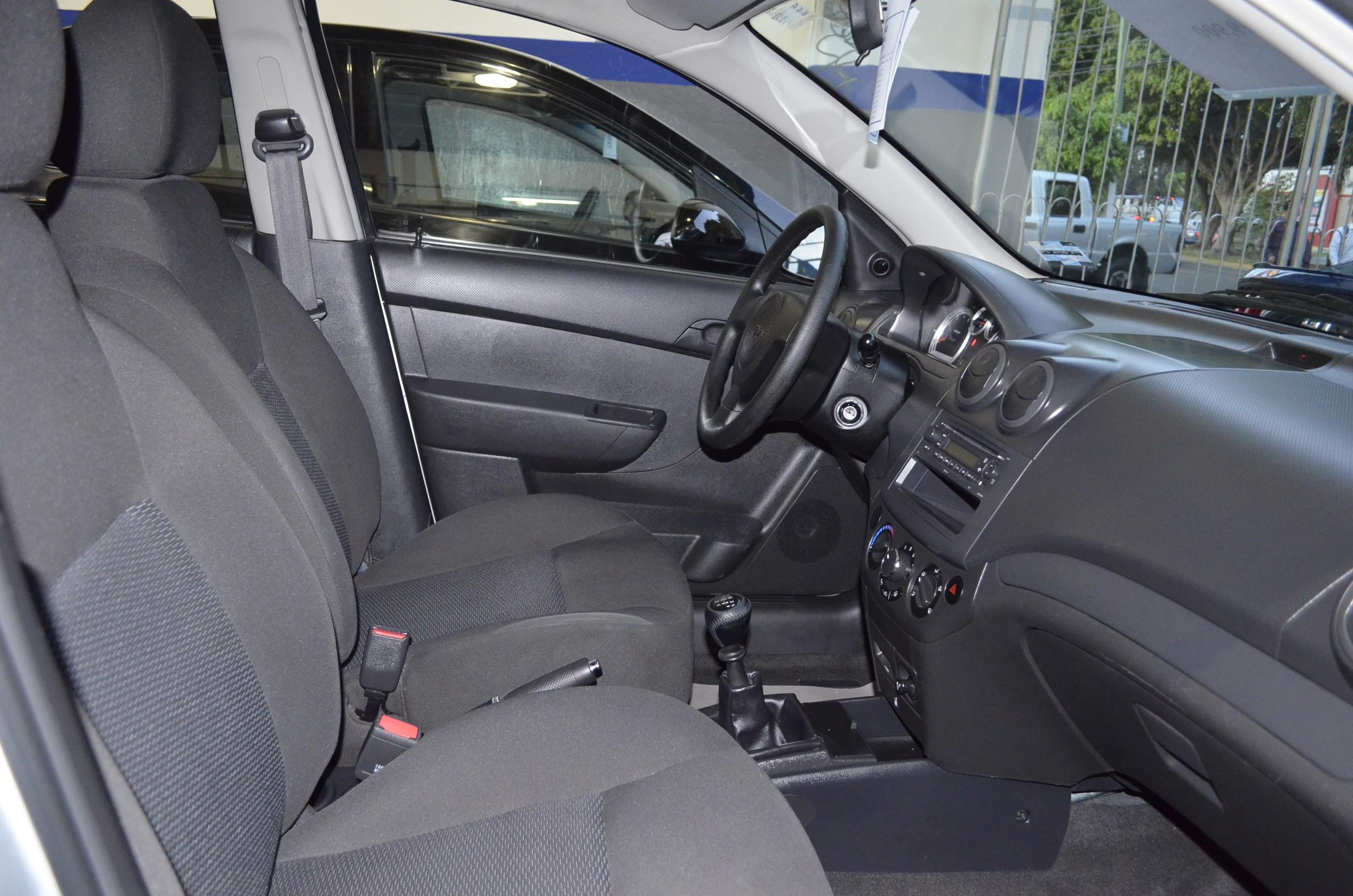 Chevrolet Aveo Lateral derecho 4