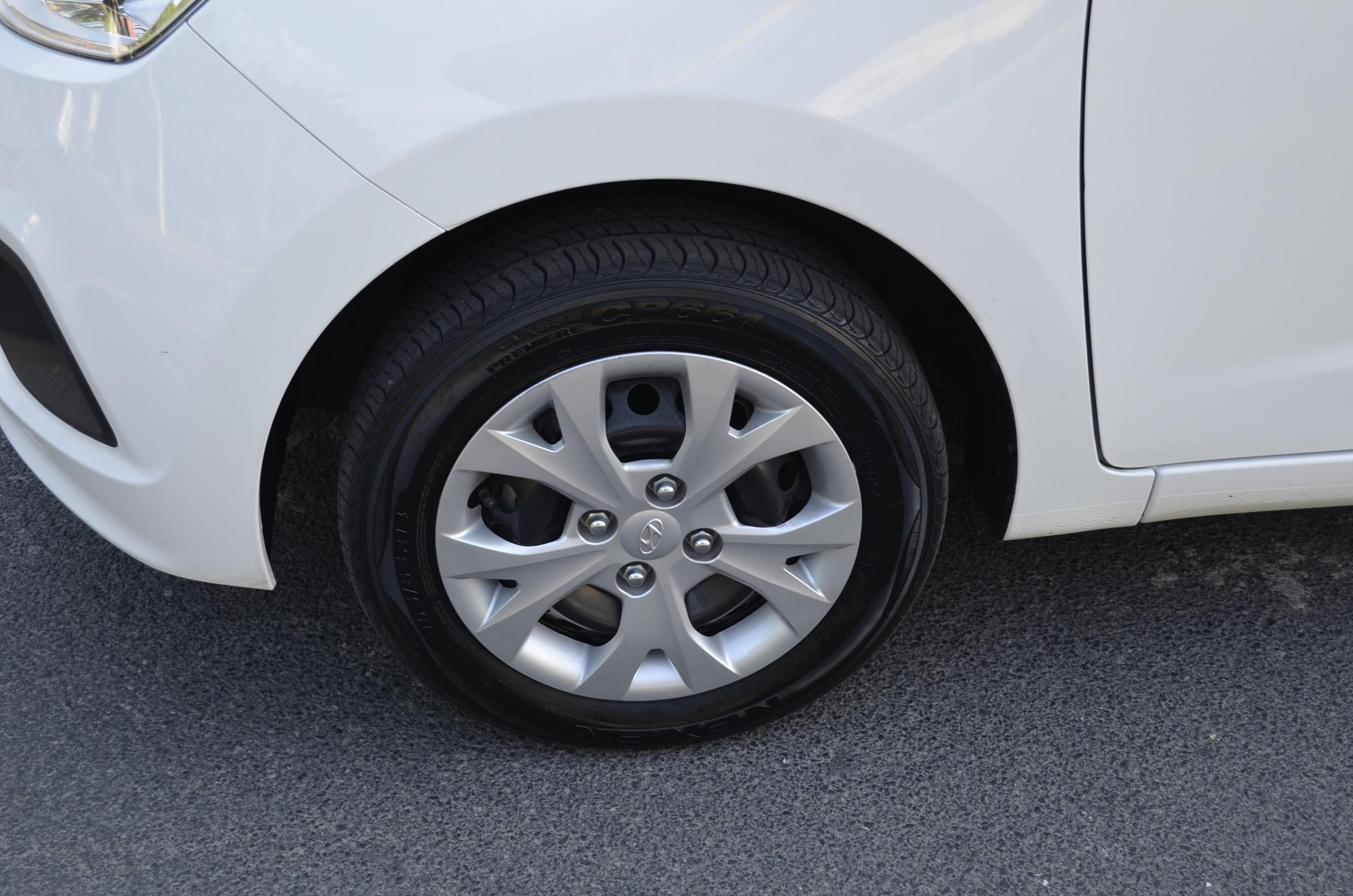 Hyundai Grand i10 Lateral derecho 8