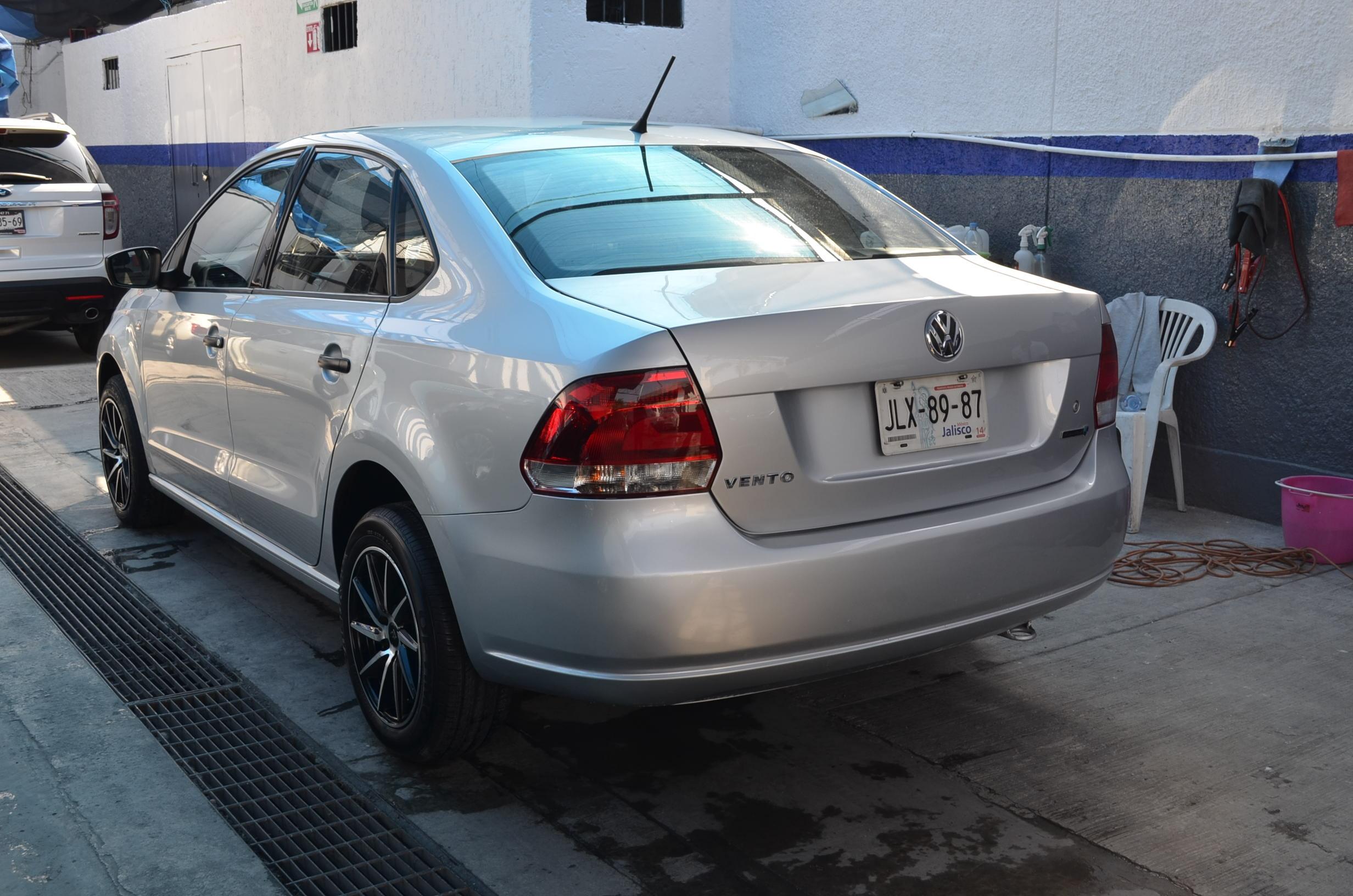 Volkswagen Vento Lateral izquierdo 4