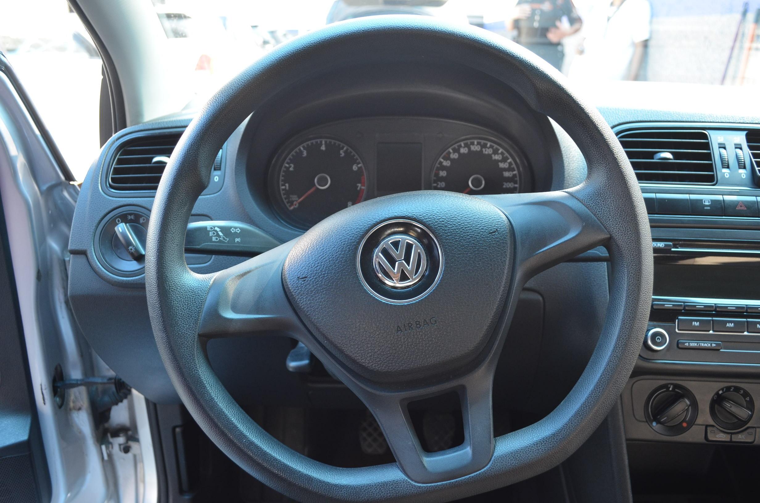 Volkswagen Vento Lateral izquierdo 9
