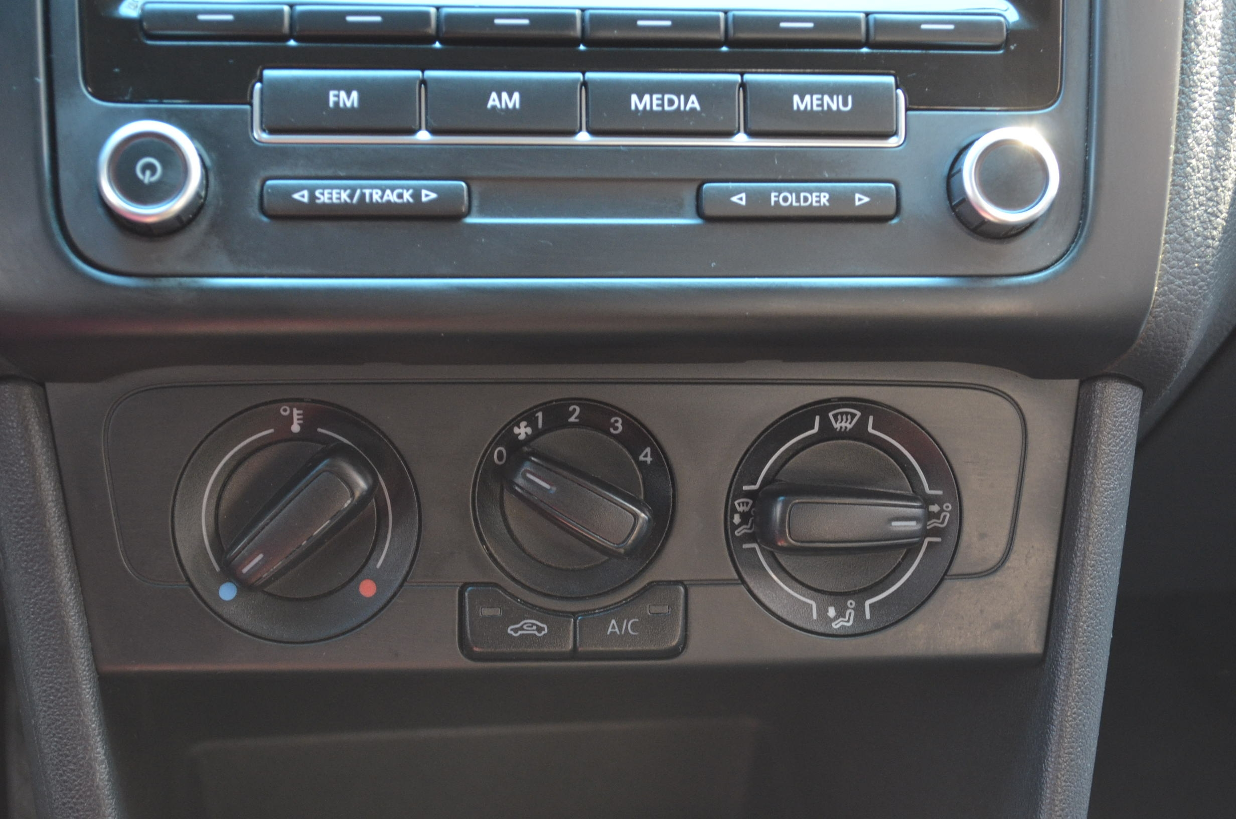 Volkswagen Vento Lateral izquierdo 12