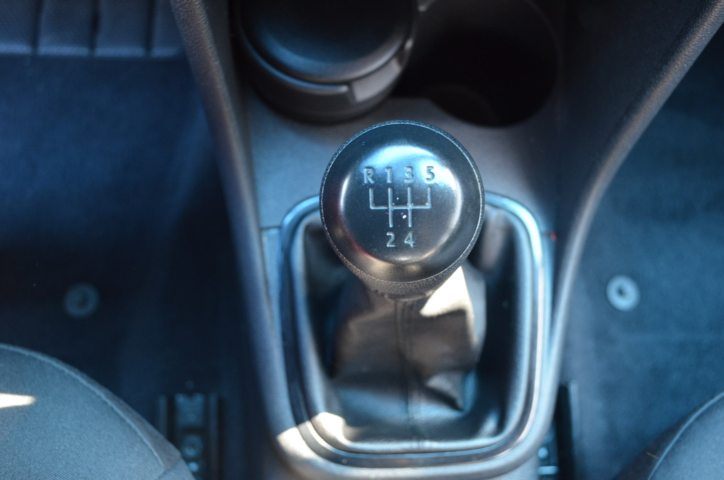 Volkswagen Vento Lateral izquierdo 13