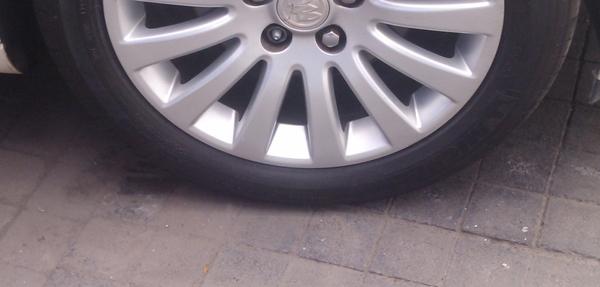 Buick Regal Llantas 2