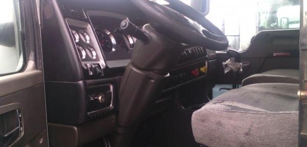 Kenworth T800 Interior 4