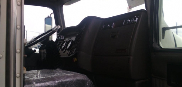 Kenworth T800 Interior 9