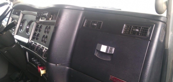 Kenworth T800 Interior 4